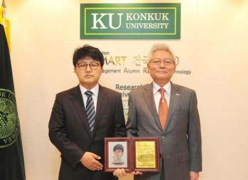 항암 효소 발견 건국대 안성관 교수, '스마트 리더'수상