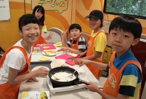 CJ와 함께하는 찾아가는 쿠킹버스, 소외계층 어린이 청소년 요리체험 프로그램 실시